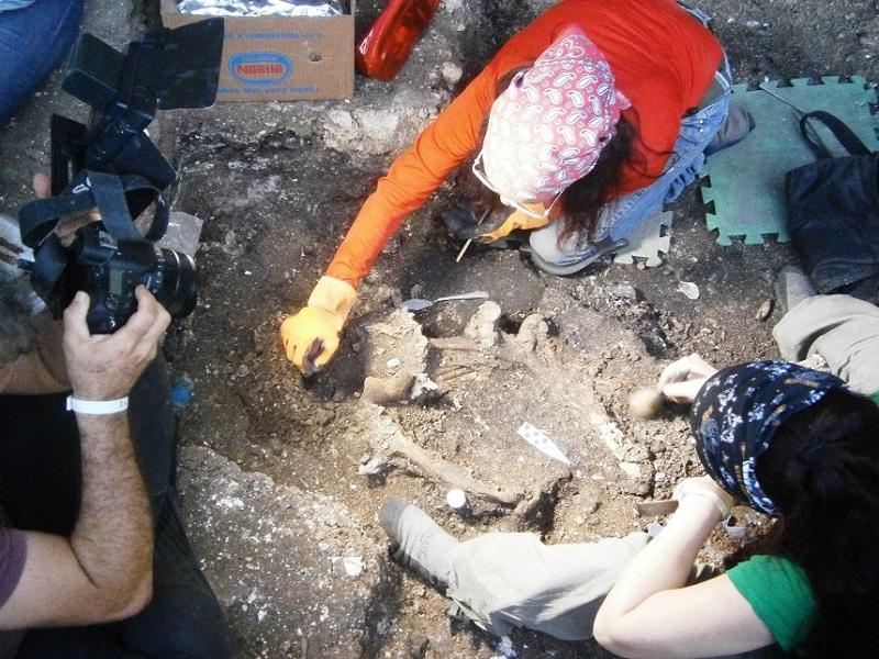 Nuevos restos óseos de aborígenes son examinados con el auxilio de fechado radio carbónico y ADN. Foto: Ulises González