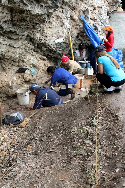 En las excavaciones del sitio Canímar Abajo, se integran varias especialidades científicas. Foto: Esteban R. Grau