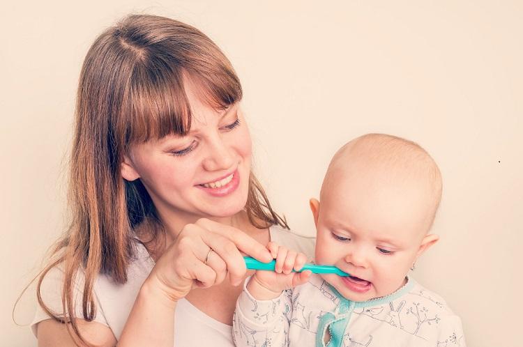El hábito de la higiene bucal se forma desde la primera infancia