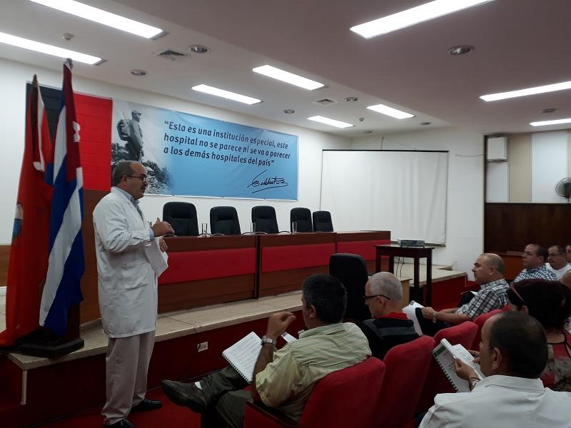 Recorre vicepresidente cubano centros de salud de La Habana