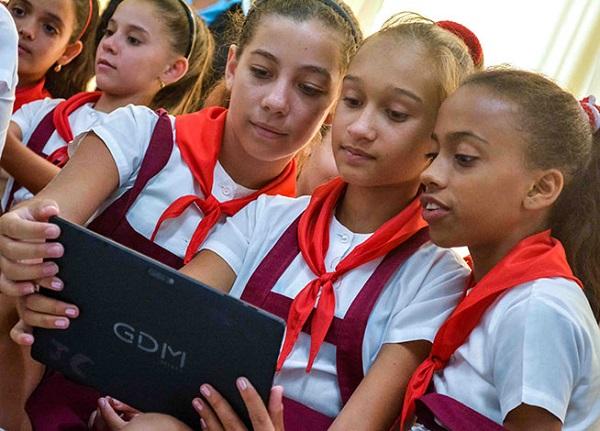 En materia de Educación, el reto recae en la manera en que aprovechemos las herramientas tecnológicas para evitar una brecha mayor entre nuestros héroes y los nativos digitales.