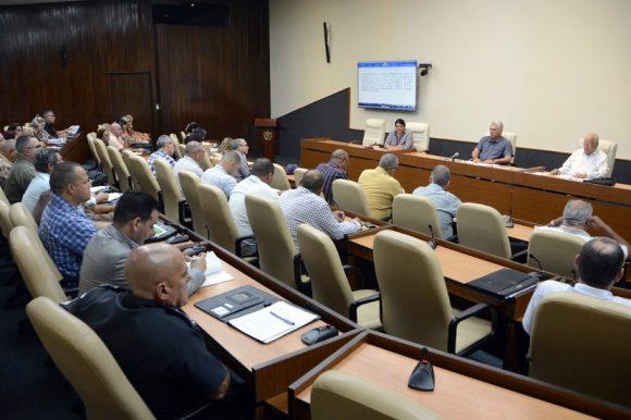 Llama presidente cubano a incrementar los esfuerzos para la construcción de viviendas