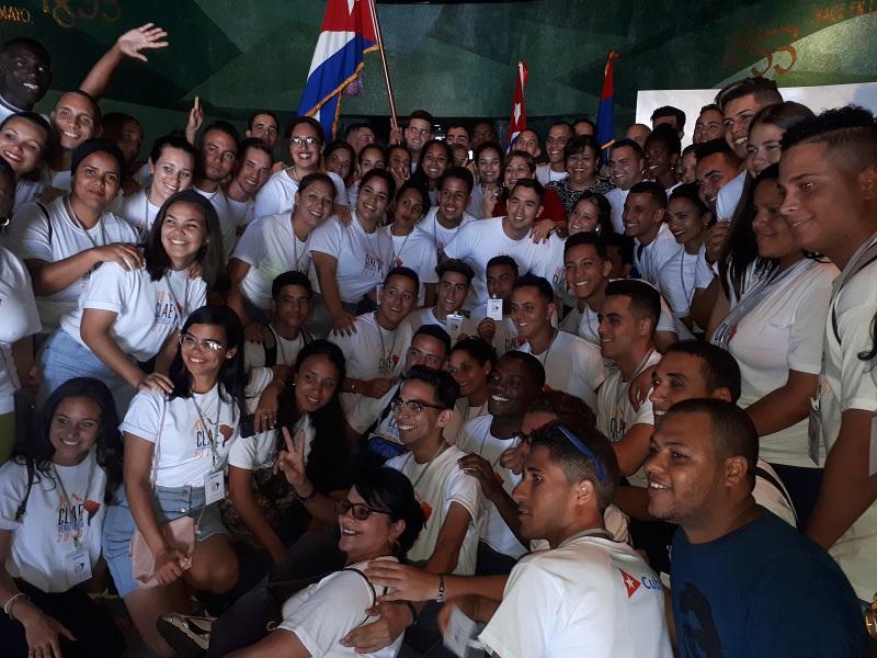 Estudiantes cubanos llevarán un mensaje de luz a Venezuela
