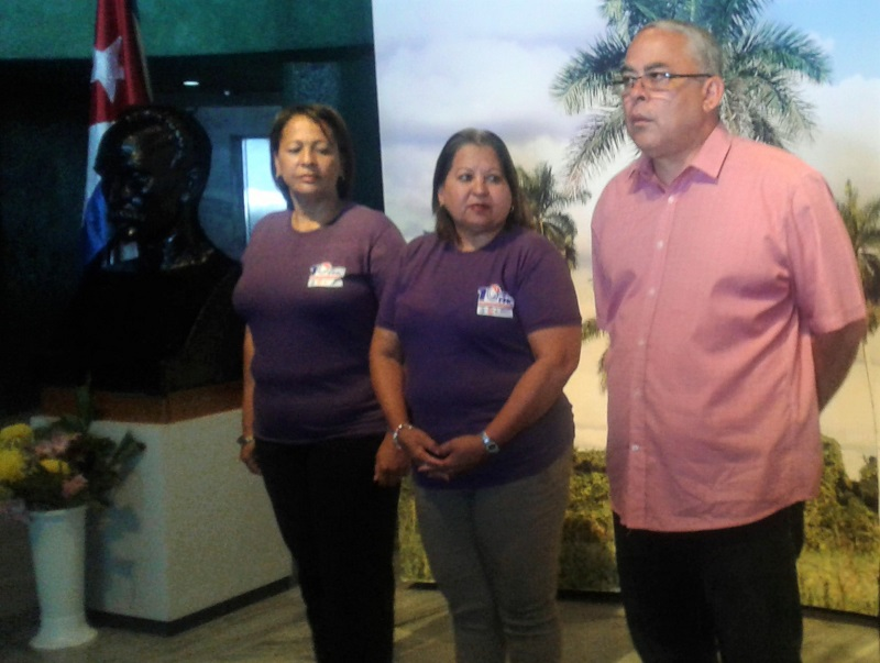 Abanderan delegación de la Habana al X Congreso de la FMC