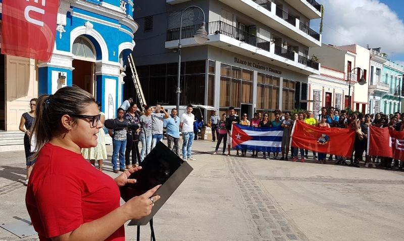 Jóvenes de Camagüey asaltan emisora de radio