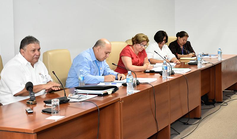Evalúan diputados tendencias demográficas en Cuba