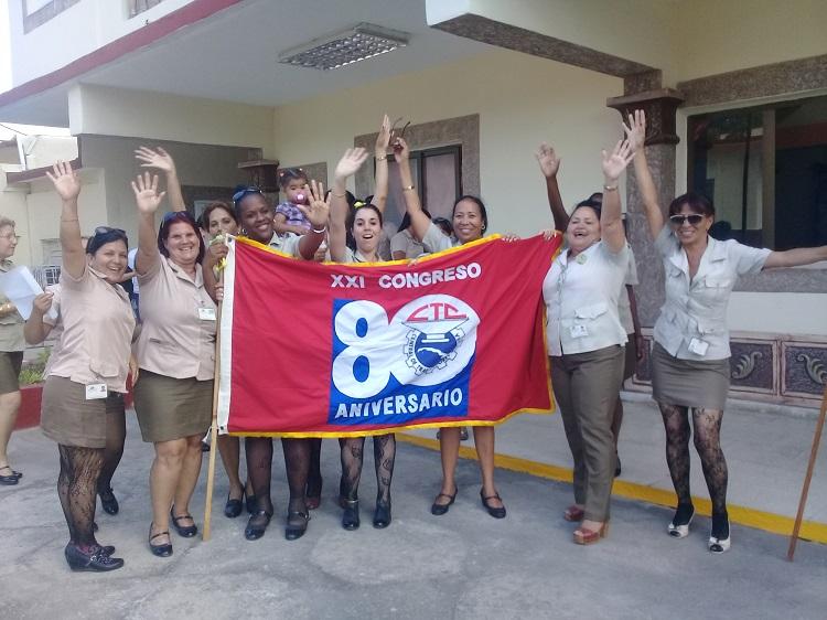 Bandera XXI Congreso de la CTC llega a la Isla de la Juventud