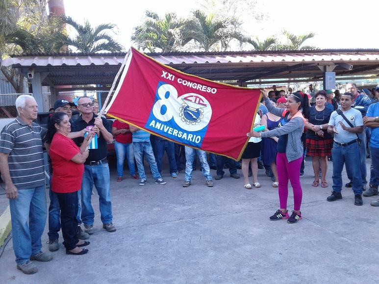 La Bandera XXI Congreso de la CTC recorre colectivos laborales tuneros