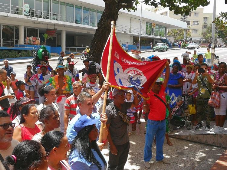 Recibieron trabajadores del ICRT la Bandera XXI Congreso de la CTC