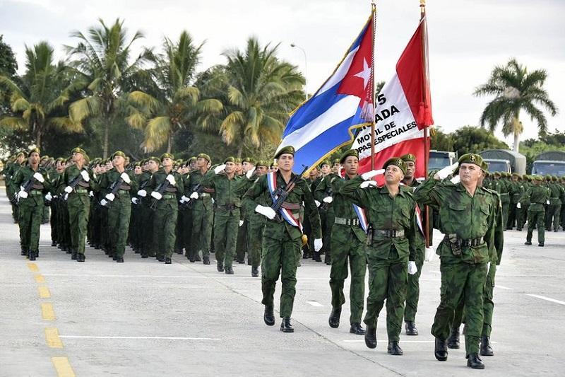 Impone Raúl Orden Antonio Maceo a Brigada Móvil de Tropas Especiales