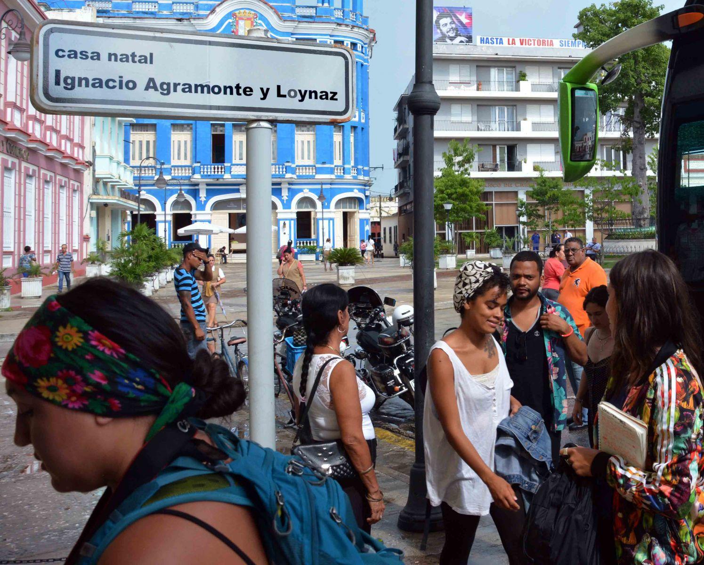 Cálida bienvenida en Camagüey a Brigada estadounidense Venceremos