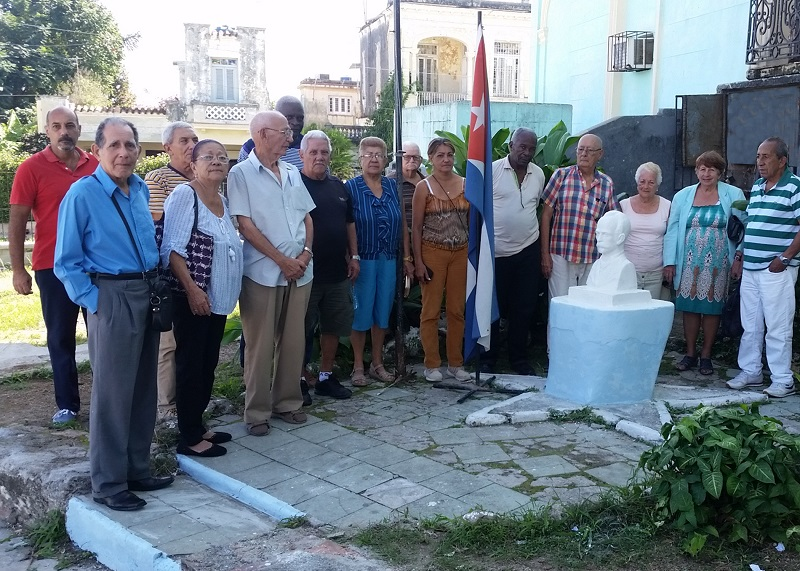 Desagravio a Martí de combatientes cubanos