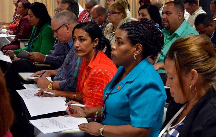 Diputados cubanos coinciden en la necesidad de defender la Patria