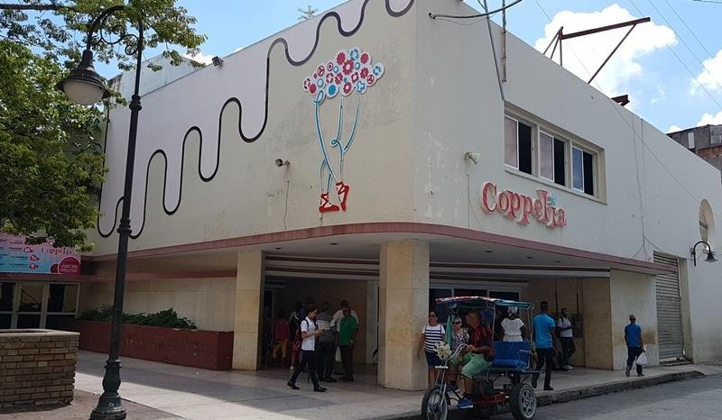 La heladería Coppelia fue una de las entidades declarada libre de gases refrigerantes que dañan la capa de ozono