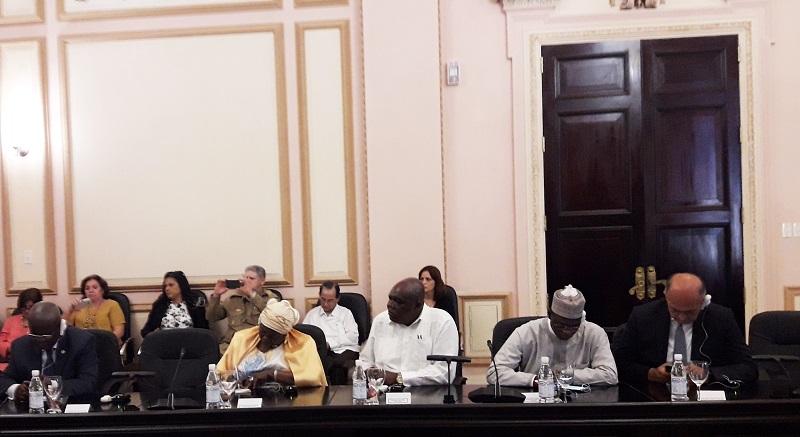 Parlamento cubano sostiene encuentro con diplomáticos africanos