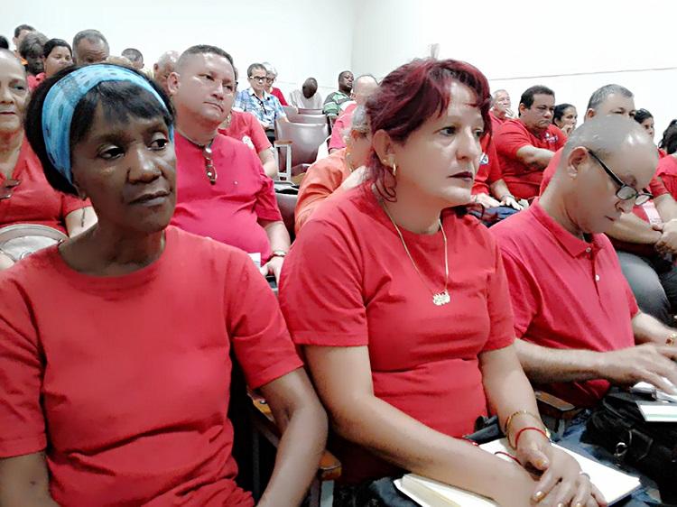 Ulises Guilarte dialoga con delegados al Congreso de la CTC