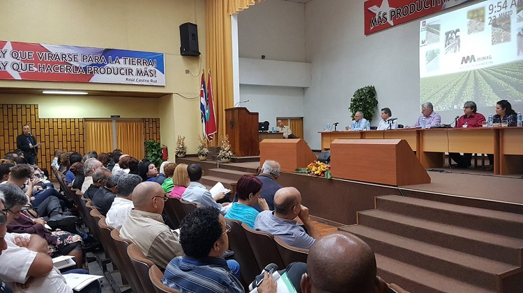 Díaz-Canel asiste a reunión de balance del ICRT