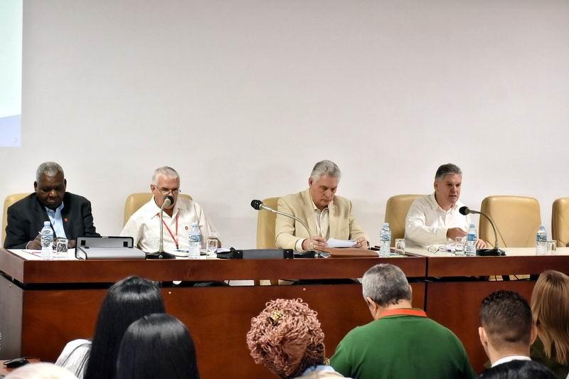 Debates en el Parlamento: La economía cubana no decrecerá