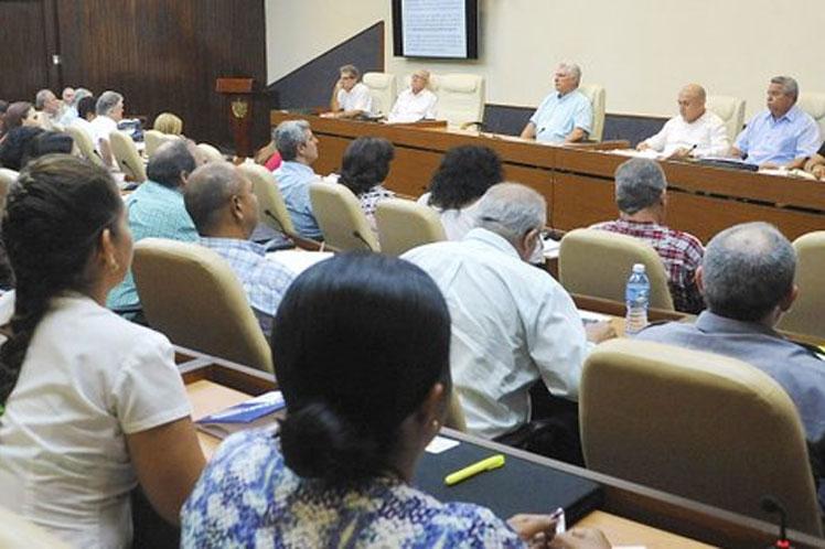 Presidente cubano considera prioridad actividades del verano