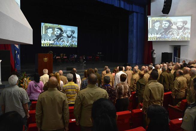Felicita Raúl a miembros de las Milicias Nacionales Revolucionarias por su aniversario 60