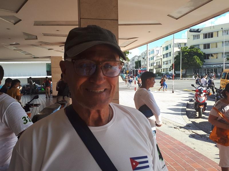 Eduardo Pérez Álvarez es el miembro más longevo del club Moto Eléctrica Cuba.