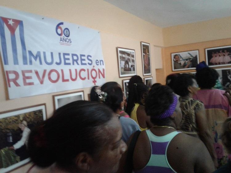 Mujeres en Revolución, veintitrés imágenes sobre las cubanas