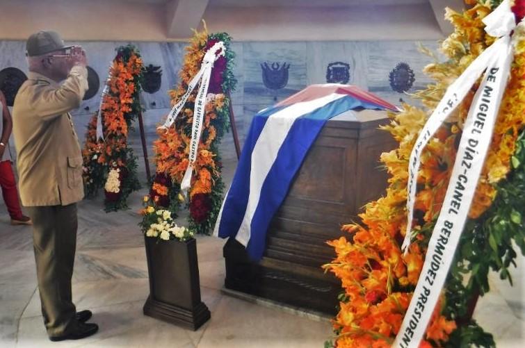 Homenaje de las FAR a los próceres en Santiago de Cuba
