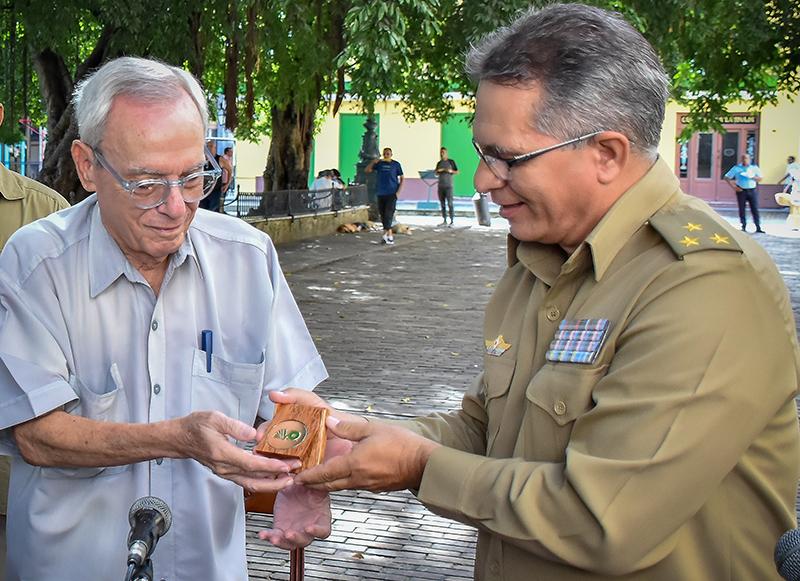 Homenaje de Verde Olivo al artífice de la independencia