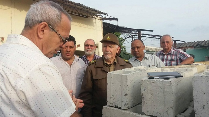 Evaluó Ramiro Valdés Menéndez programa de la vivienda en Pinar del Río