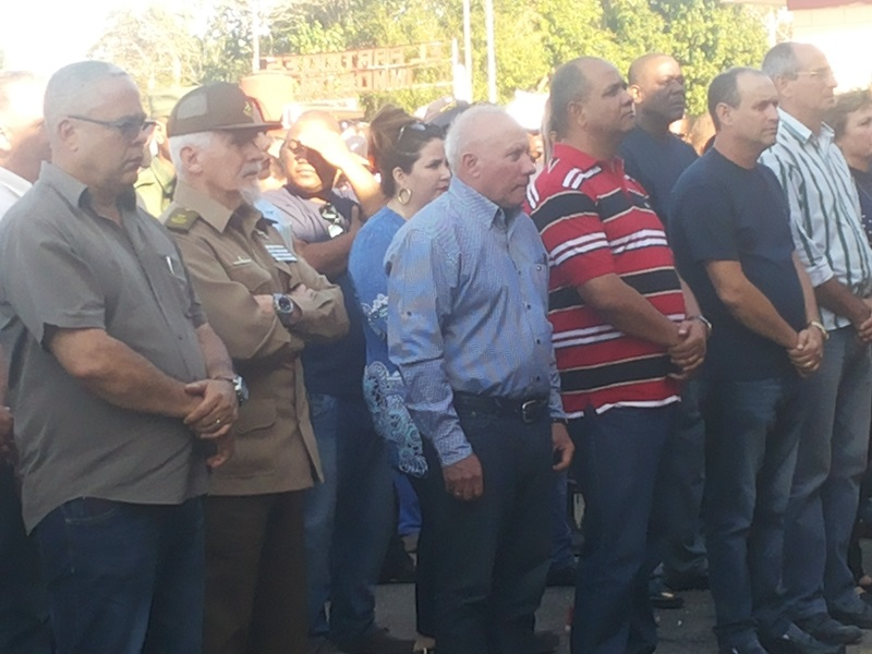 Reconoce Ramiro Valdés Menéndez a trabajadores de la Unión Eléctrica