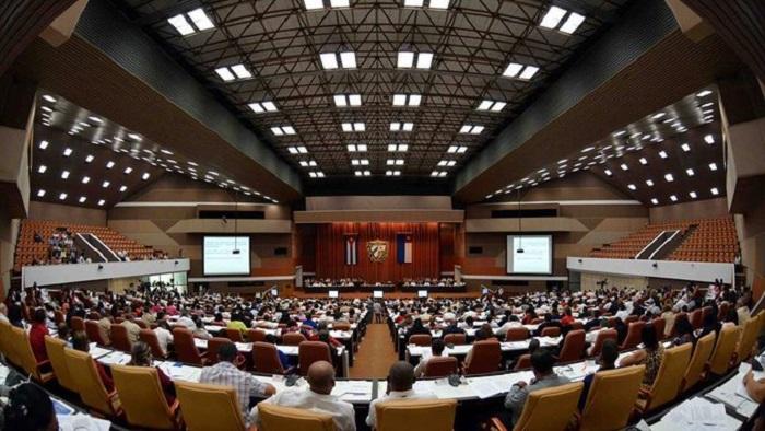 Asisten Raúl y Díaz-Canel a sesión extraordinaria del Parlamento cubano (+Tuits)