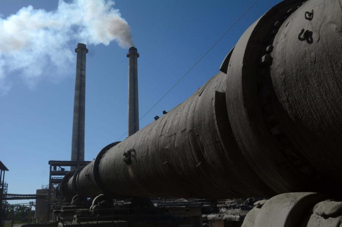Retoma producción de cemento gris fábrica de Siguaney