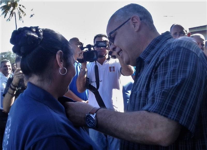 En Audio: Reconocen a trabajadores eléctricos en La Habana