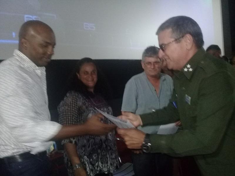 Envía Ministro del Interior felicitación al colectivo del serial policíaco Tras La Huella
