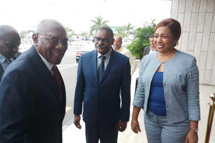 Salvador Valdés Mesa concluye visita a Angola