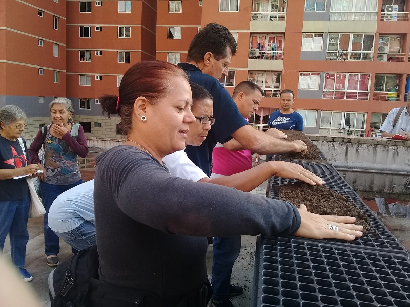 Repudian bloqueo a Cuba colaboradores en Venezuela (+fotos)