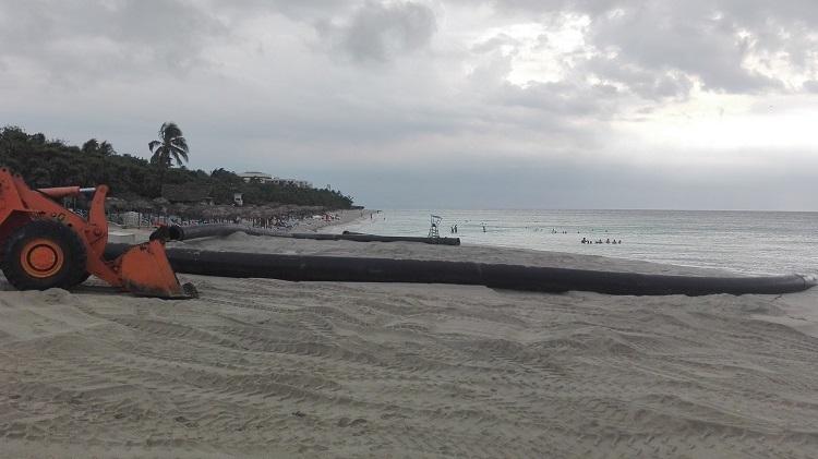 Comenzó en Varadero el mayor vertimiento de arena en Cuba