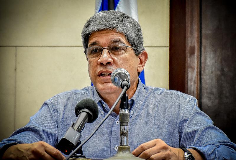 el embajador Carlos Fernández de Cossío, director general de Estados Unidos de la Cancillería, ofreció una amplia y detallada información acerca de la obsoleta política de Washington.
