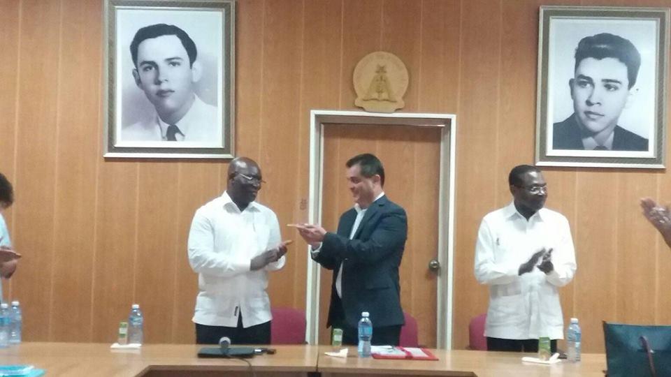 Reconoce Universidad de Pinar a Canciller de Guinea Ecuatorial