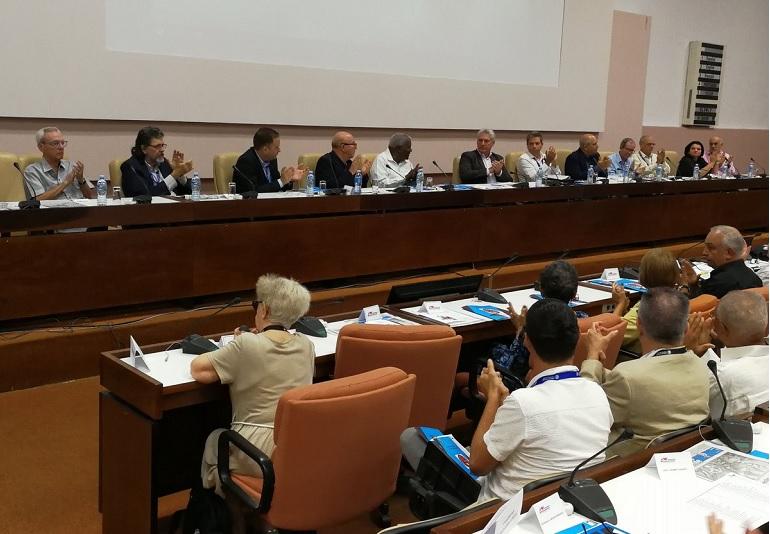 Asiste Díaz-Canel a sesión plenaria del Congreso de intelectuales cubanos