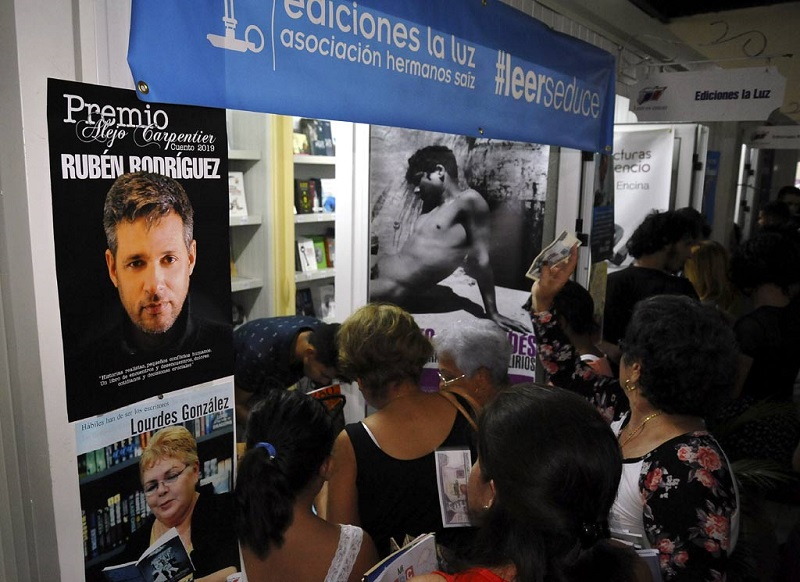 Presenta nuevos títulos en apertura de Feria del Libro en Holguín