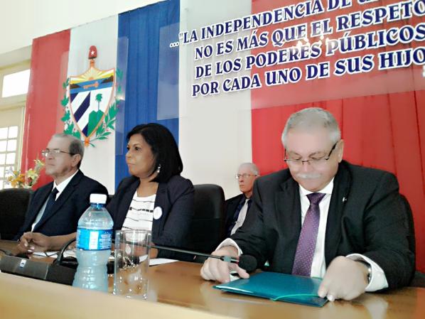 Entrega la Universidad de Cienfuegos títulos de doctores Honoris Causa