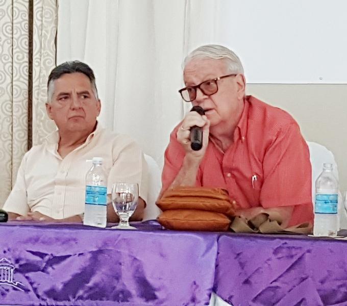 Doctor Luis Álvarez Álvarez, Premio Nacional de Literatura y compilador del libro.