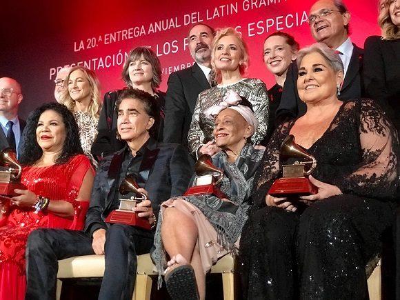 Obtiene Omara Portuondo Premio a la Excelencia Musical de los Latin Granmy