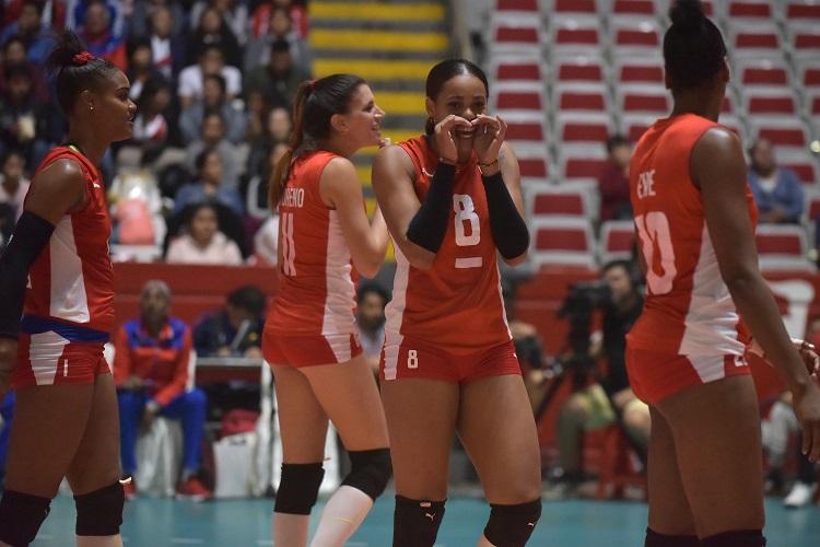 Cubanas de más a menos en Panamericano de voleibol