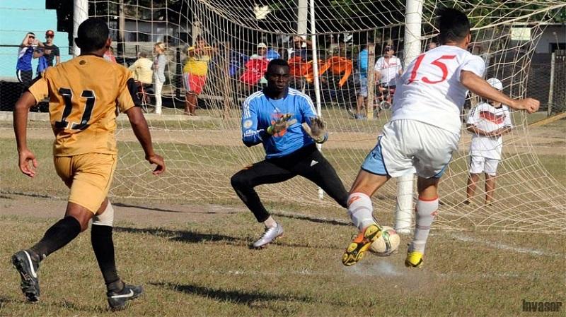 Artemisa y Camagüey completan semifinalistas del fútbol cubano