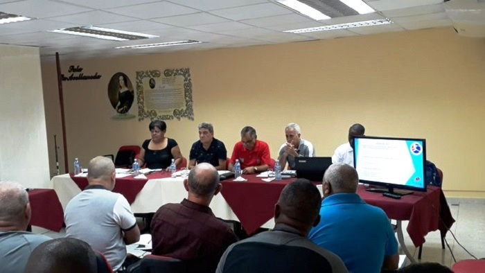 Intercambia Olga Lidia Tapia con dirigentes del béisbol en Cuba