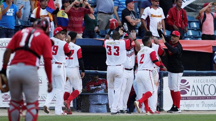 Cardenales derrota a los Leñadores en la Serie del Caribe