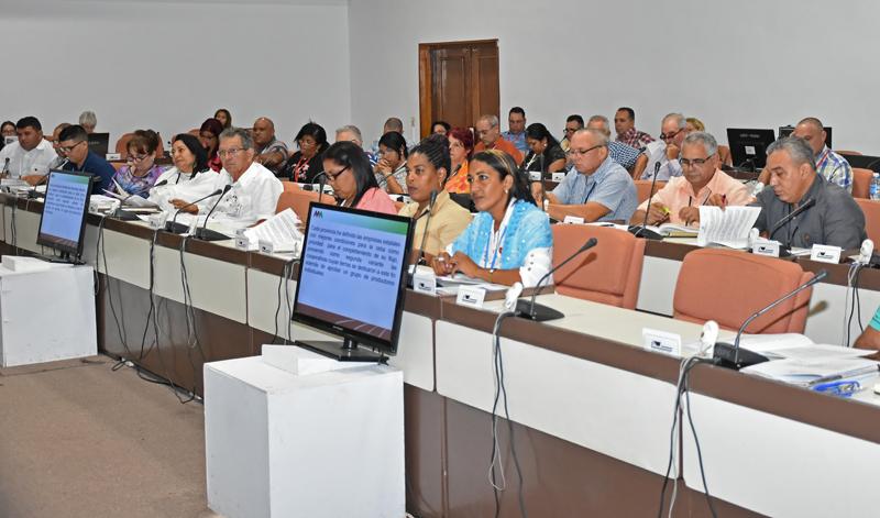 Analizan diputados cubanos plan de medidas para eliminar vulnerabilidades en el sector azucarero