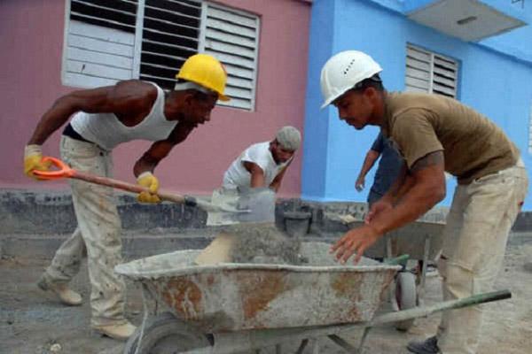 Pide Ramiro Valdés mayor eficiencia y calidad en las construcciones